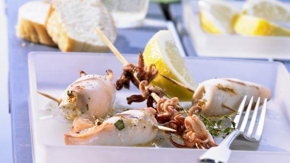 Rezept: Gegrillte Calamari mit Feta-Füllung