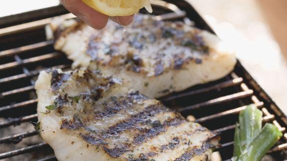 Rezept: Gegrillte Fischfilets mit Zitrone