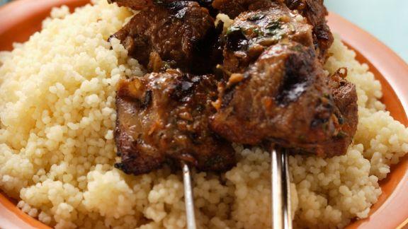 Rezept: Gegrillte Fleischspieße mit Couscous