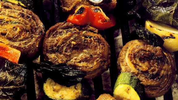 Rezept: Gegrillte Fleischspieße mt Gemüse