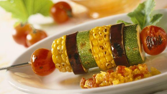 Rezept: Gegrillte Gemüsespieße mit Chutney aus Paprika