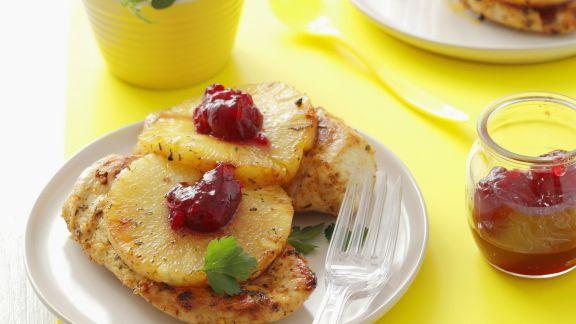 Rezept: Gegrillte Hähnchenbrust mit Ananas und Cranberrykonfitüre