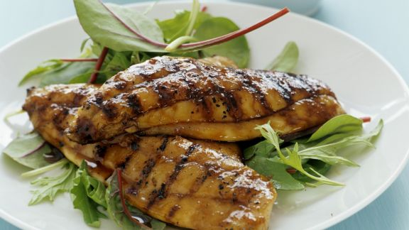 Rezept: Gegrillte Karpfenfilets mit Honig und Soja mariniert