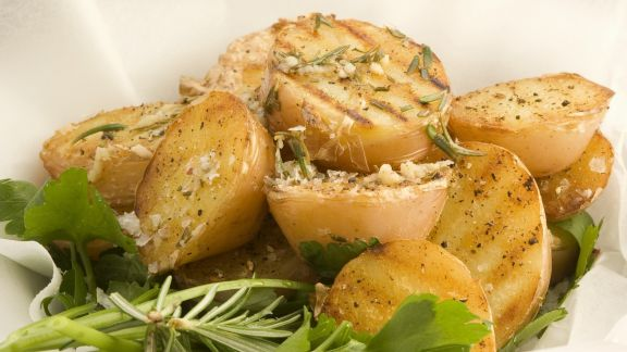 Rezept: Gegrillte Kartoffeln mit Kräutern
