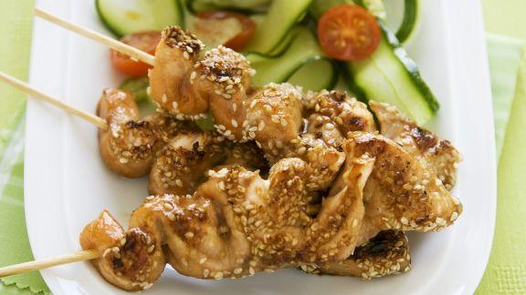 Rezept: Gegrillte Lachsspieße mit Sesam