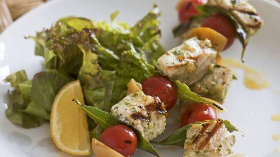 Rezept: Gegrillte Schwertfischspieße mit Tomaten