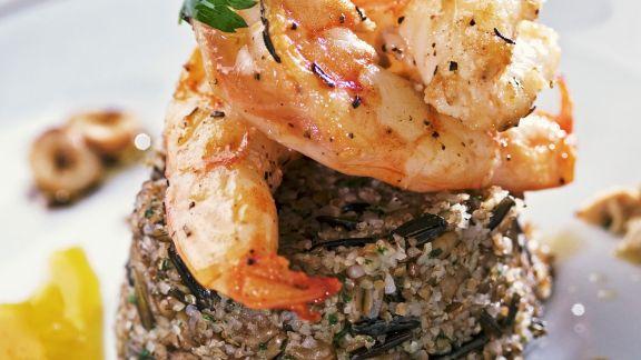Rezept: Gegrillte Shrimps mit Dreikorncouscous und Orangensoße