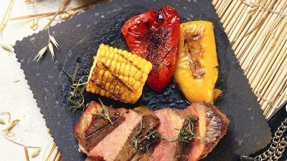Rezept: Gegrillte Steaks mit Gemüse