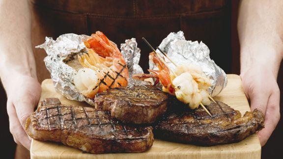Rezept: Gegrillte Steaks und Garnelen