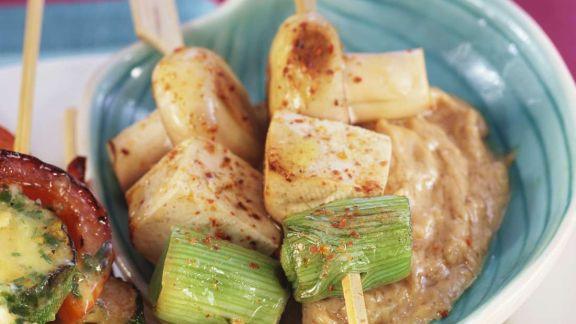 Rezept: Gegrillte Tofu-Spieße mit Erdnusscreme