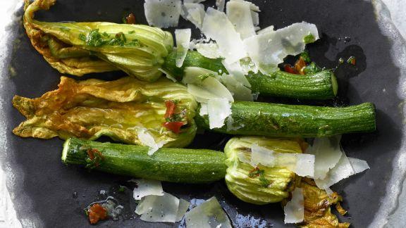 Rezept: Gegrillte Zucchiniblüten