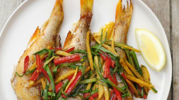 Rezept: Gegrillter Barsch mit Gemüse-Julienne