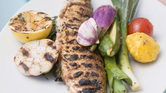 Rezept: Gegrillter Fisch mit Gemüse