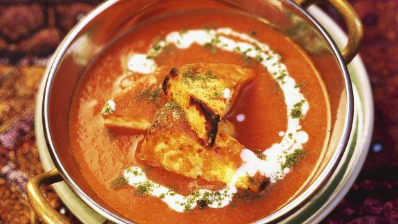 Rezept: Gegrillter indischer Käse in Tomatensoße