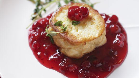 Rezept: Gegrillter Käse mit Cranberriesoße