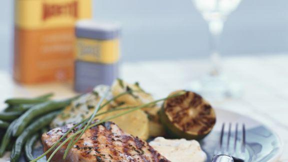 Rezept: Gegrillter Lachs mit Bratkartoffeln und grünen Bohnen