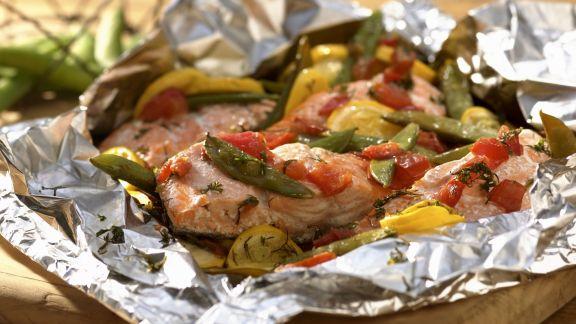 Rezept: Gegrillter Lachs mit Gemüse