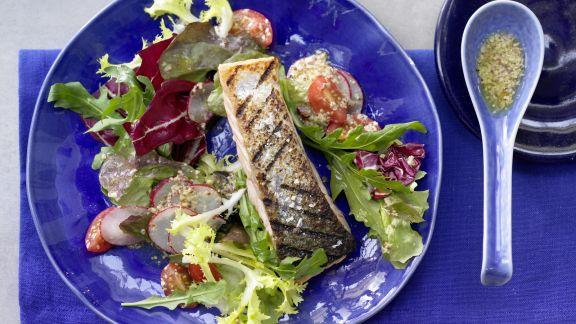 Rezept: Gegrillter Lachs auf Salat