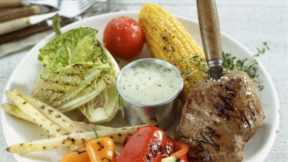 Rezept: Gegrilltes Elchsteak mit verschiedenem Gemüse