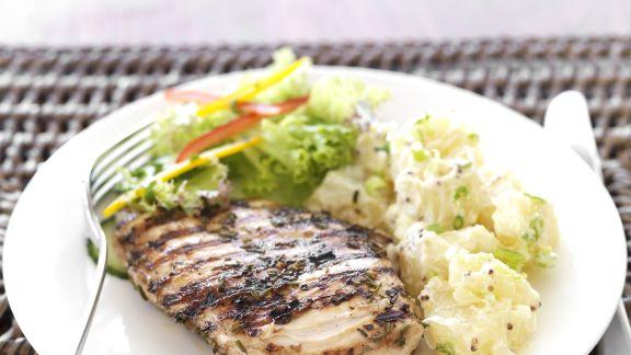 Rezept: Gegrilltes Hähnchenfilet mit Kartoffelsalat