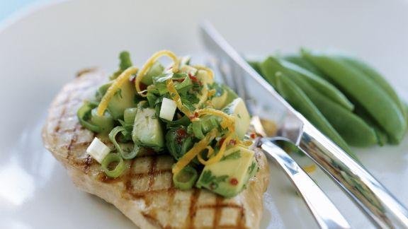 Rezept: Gegrilltes Hähnchenfilet mit Salsa aus Avocado