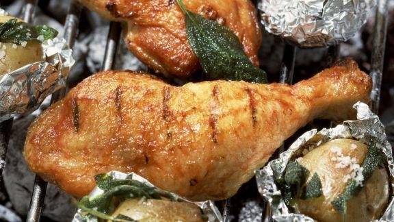 Rezept: Gegrilltes Honig-Hähnchen mit Salbeikartoffeln