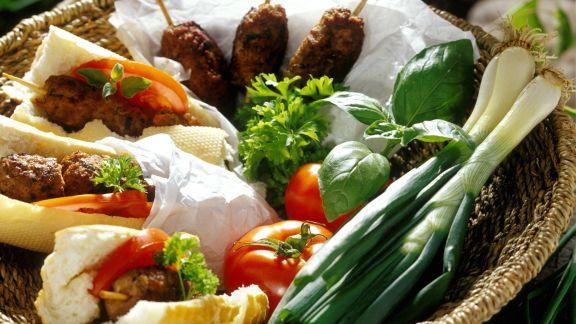 Rezept: Gegrilltes Kebab im Baguettebrötchen