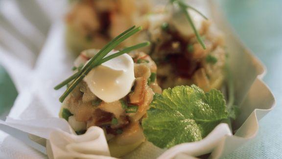 Rezept: Gehackter Matjes auf Kartoffel mit Rahmklecks