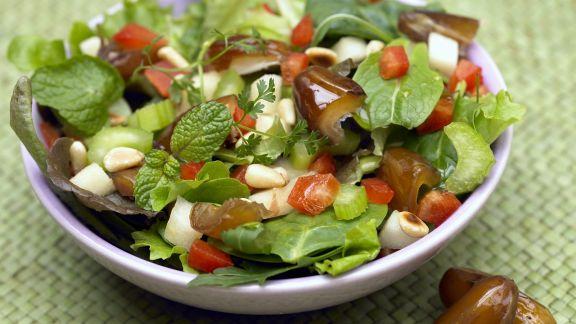 Rezept: Gemischter Blattsalat mit Äpfeln und Datteln