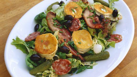 Rezept: Gemischter Salat mit gebackenem Ziegenkäse