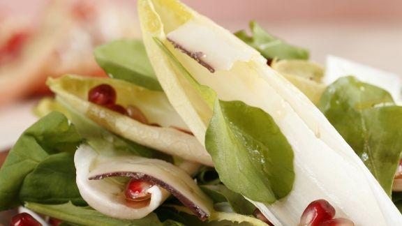 Rezept: Gemischter Salat mit Granatapfeldressing