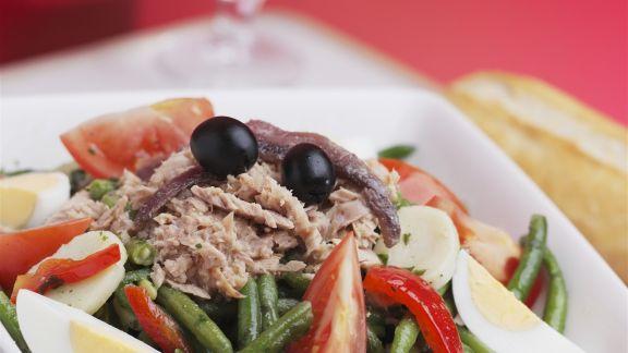 Rezept: Gemischter Salat mit Thunfisch und Oliven
