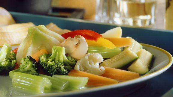 Rezept: Gemischtes Gemüse mit Sardellensoße