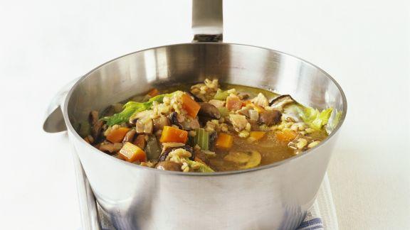 Rezept: Gemüse-Graupen-Suppe mit Pilzen und Speck