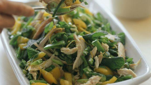 Rezept: Gemüse-Hähnchen-Salat mit Minze