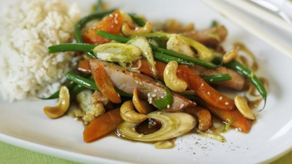 Rezept: Gemüse mit Kassler, Cashews und Sojasoße aus dem Wok