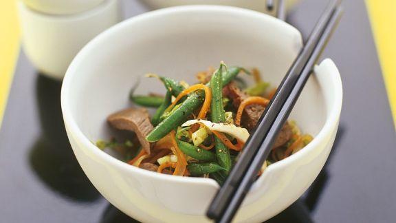 Rezept: Gemüse mit Rinderfilet aus dem Wok