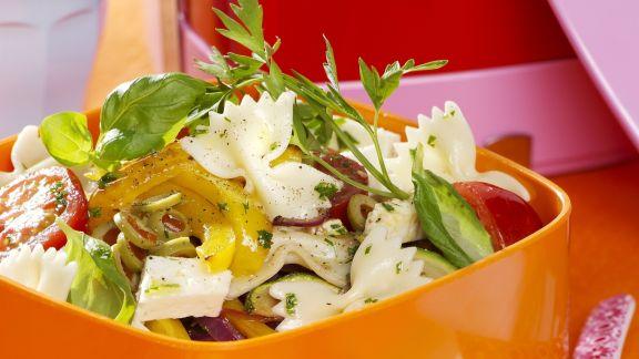 Rezept: Gemüse-Nudelsalat mit Feta