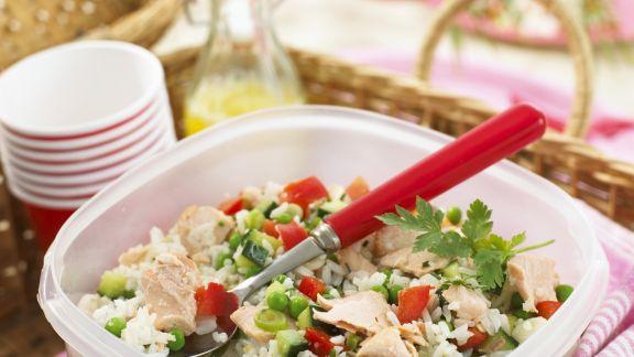 Rezept: Gemüse-Reis-Salat mit Lachs