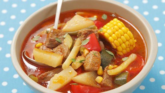 Rezept: Gemüsegulasch mit Mais, Paprika und Kohlrabi