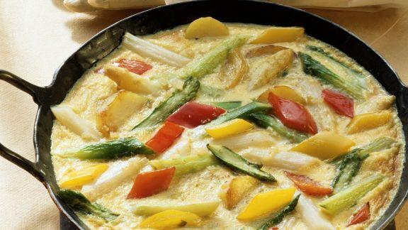 Rezept: Gemüseomelett mit Spargel und Paprika