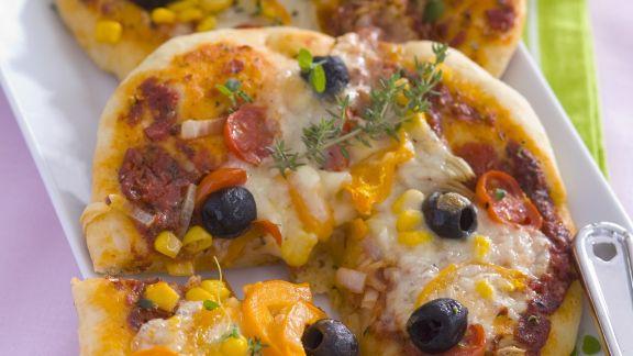 Rezept: Gemüsepizza mit Zuckermais und Käse