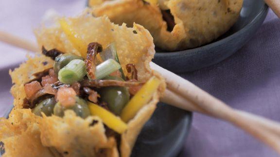 Rezept: Gemüsesalat im Parmesankörbchen
