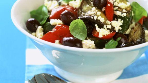 Rezept: Gemüsesalat mit Feta