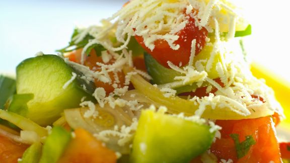 Rezept: Gemüsesalat mit Feta auf bulgarische Art