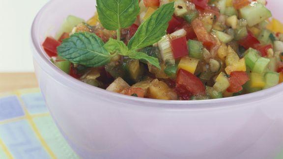 Rezept: Gemüsesalat mit Gurke und Paprika