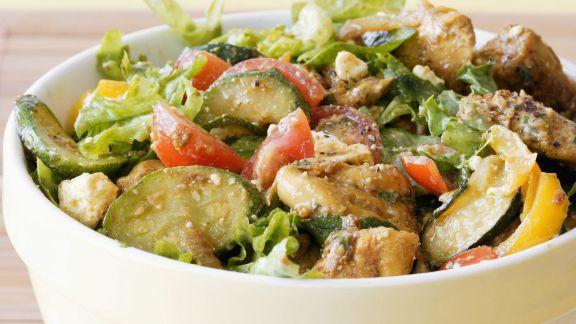 Rezept: Gemüsesalat mit Hähnchen