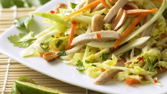 Rezept: Gemüsesalat mit Hähnchen und Erdnüssen auf vietnamesische Art