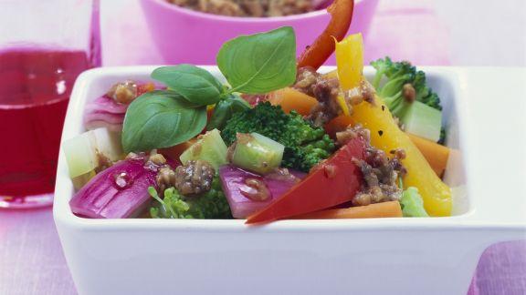 Rezept: Gemüsesalat mit Sardellendressing
