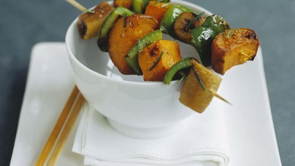 Rezept: Gemüsespieß mit Kürbis und Paprika